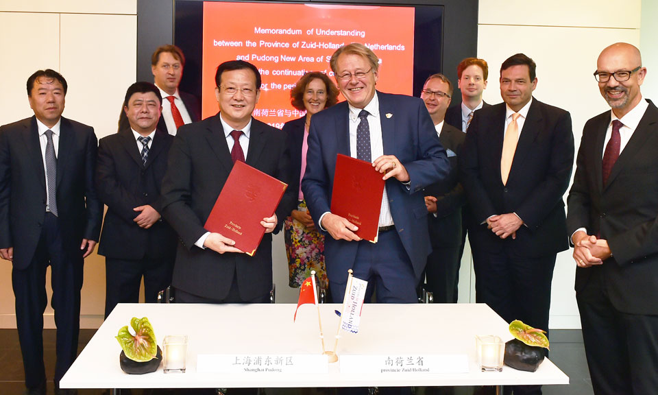 Signing MoU Shanghai Pudong